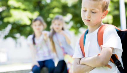 Смена школы: как помочь ребенку адаптироваться в новом коллективе?